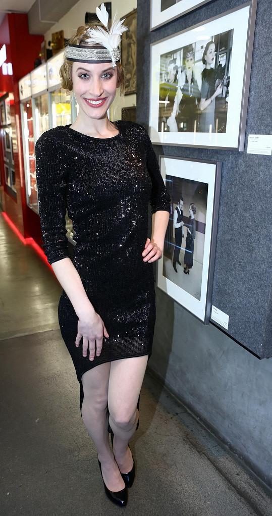 Marie Kružíková moderovala vernisáž fotografií Angela Purgerta.