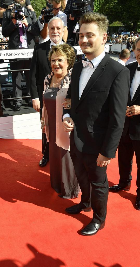 Zdeněk Zelenka a Jiřina Bohdalová s vnukem