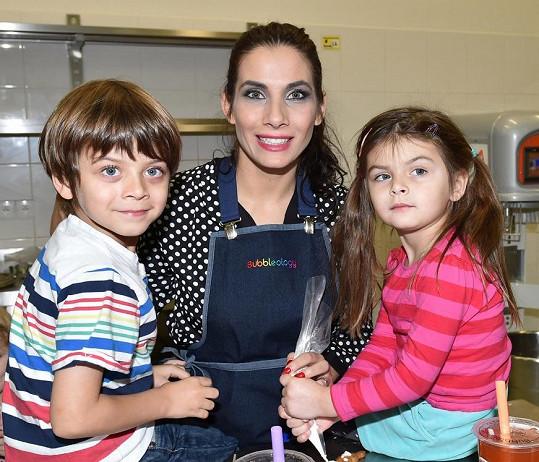 Byla by ráda, aby jejím dětem Michálkovi a Zuzance přibyl v příštím roce sourozenec.