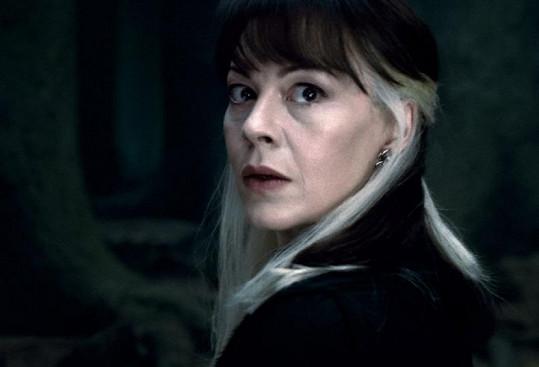 Helen McCrory v roli Narcissy Malfoy.