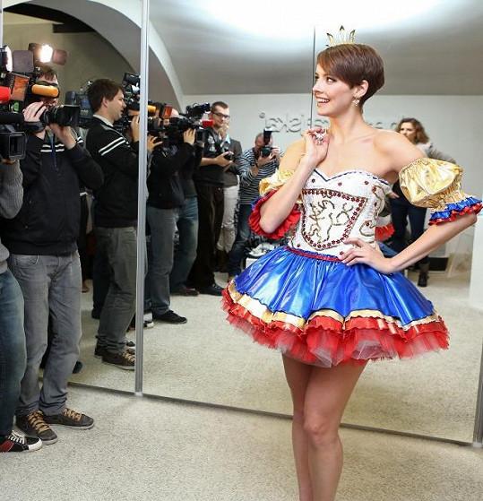 Takto se kralující Česká Miss prezentovala před novináři.