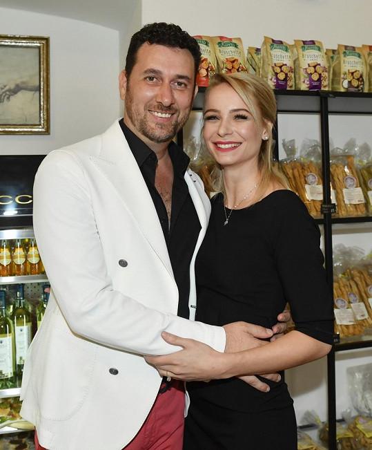 Domenico Martucci se snoubenkou Nikol Vrbovou