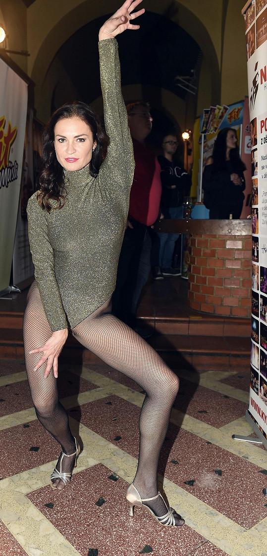 Hanka Kynychová si troufne i na tenhle sexy obleček.