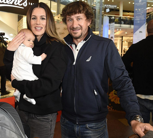 Lucie s manželem a malou dcerou Lolou