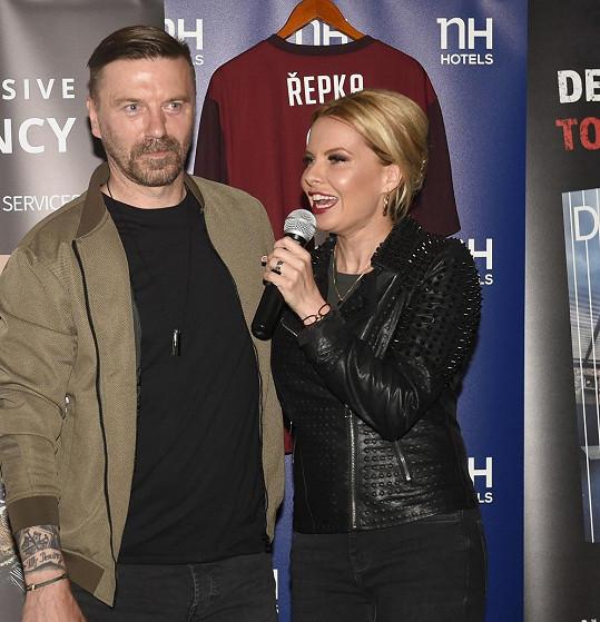 Akci moderovala jeho partnerka Kateřina Kristelová.