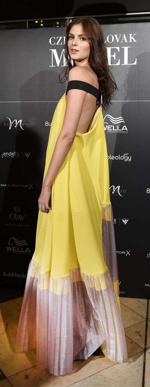 Na finále oblékla šaty od českého návrhářského trojlístku LaFormela.