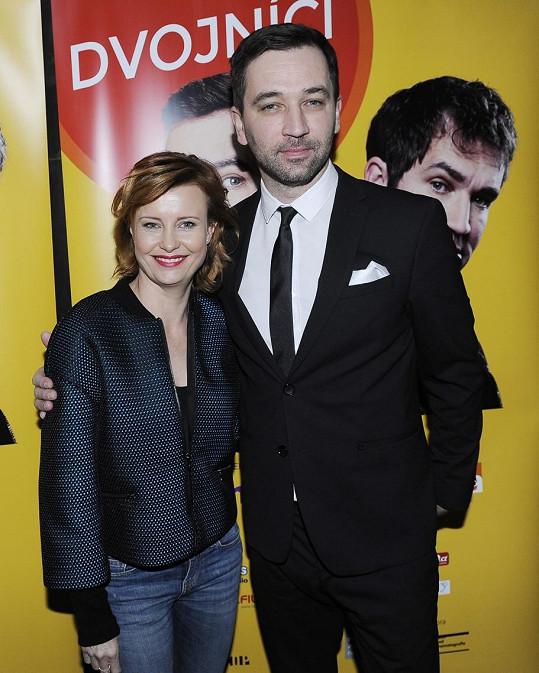 Jitka Schneiderová a Ondřej Sokol hrají manžele.
