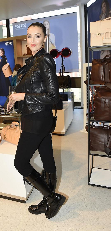 A na dalším openingu butiku s kabelkami v Kotvě