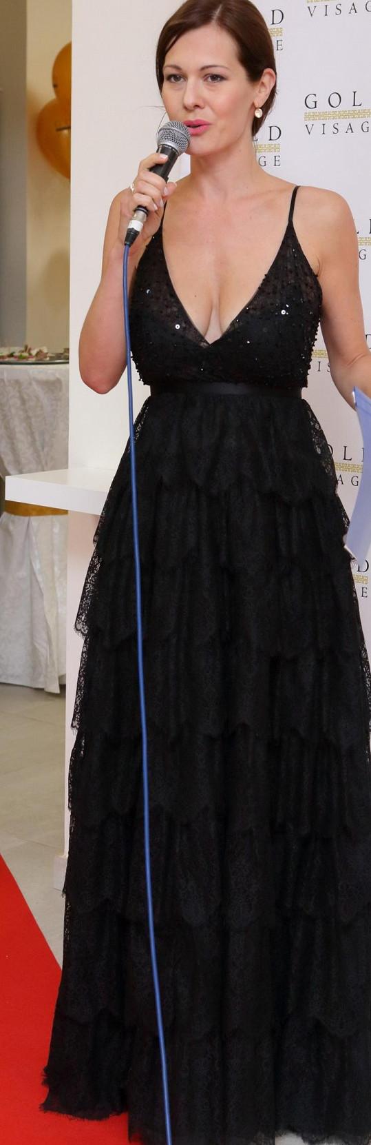Miss ČR 2004 moderovala otevření salonu krásy.