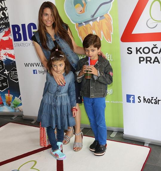 Eva Decastelo s dcerou Zuzankou a synem Michálkem