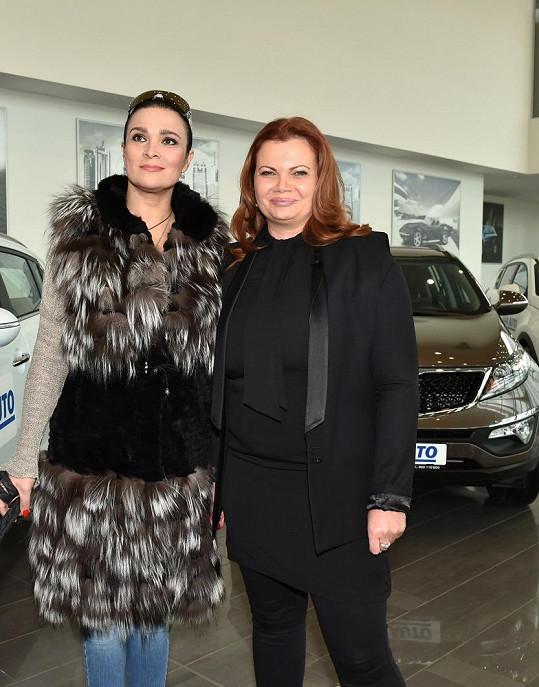 S kamarádkou Karolínou Topolovou.
