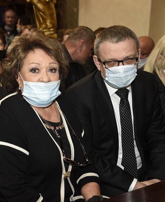 Herečka Jiřina Bohdalová usedla vedle ministra kultury Lubomíra Zaorálka.