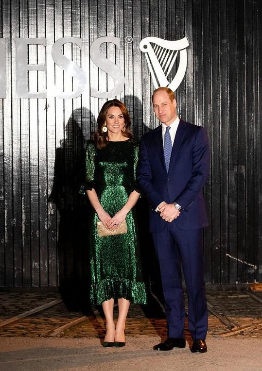 Na recepci a následnou prohlídku pivovaru spojenou s ochutnávkou Kate oblékla zelené šaty značky The Vampire's Wife za necelých 46 tisíc korun.