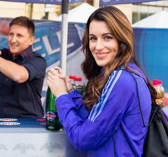 Moderátorka Sama Doma Lucie Křížková nechyběla na startu závodu.