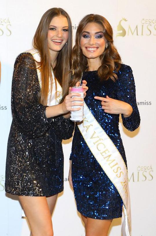 Klára Vavrušková (vlevo) už letos bodovala. Umístila se na třetím místě na světové soutěži Miss Earth.