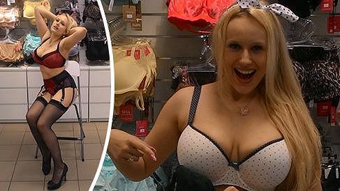 Angel Wicky zjistila, že její hrudník zdobí ňadra číslo deset.