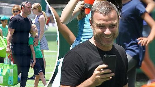 Liev Schreiber (49) si užívá odpoledne se svými syny.