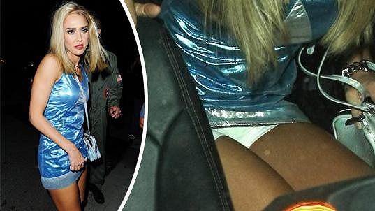 Jessica Alba ukázala kalhotky.