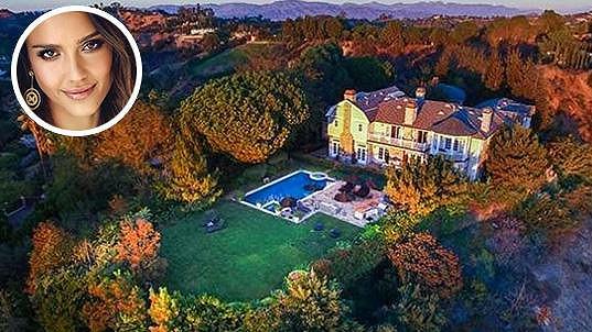 Jessica Alba investovala do nové rezidence v Beverly Hills...