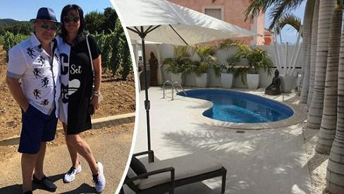 Michal David s manželkou Marcelou relaxují na Kanárských ostrovech...