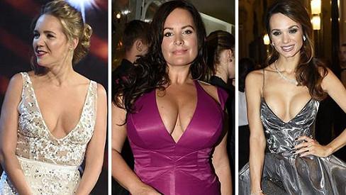 Tyhle dámy loni oslňovaly parádními výstřihy.
