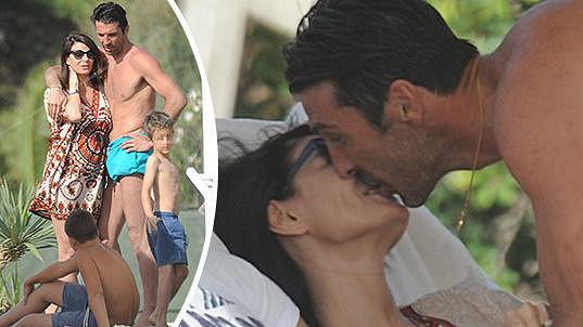 Gigi Buffon s partnerkou Ilariou na dovolené