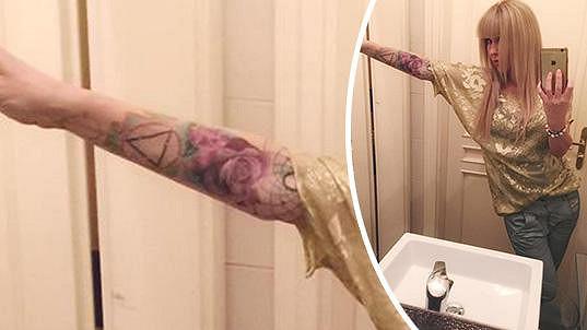 Kateřina Kaira Hrachovcová a její nové tetování