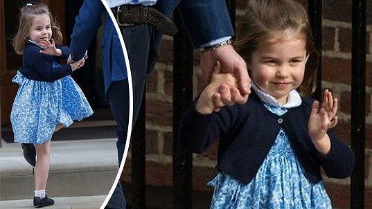 Rozkošná princezna Charlotte přišla sourozence přivítat v modrých květovaných šatech.