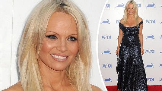 Pamela je sexy i dva roky před padesátkou.