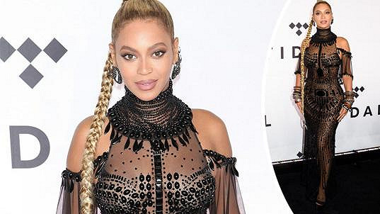 Beyoncé vsadila na tyto odvážné šaty.