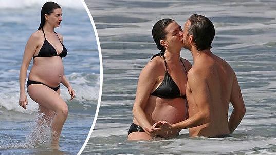Anne Hathaway s manželem na Havaji