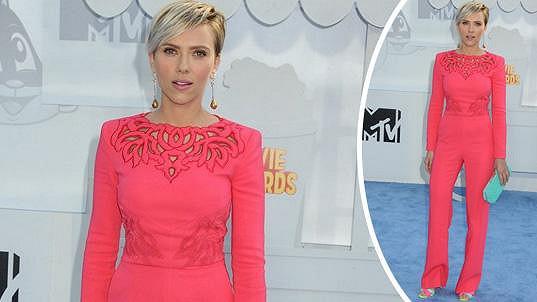 Scarlett Johansson se ztrácí před očima.