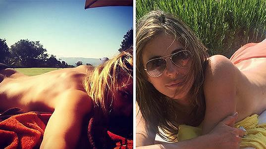 Elizabeth Hurley a Heidi Klum. Která se vám líbí bez plavek víc?