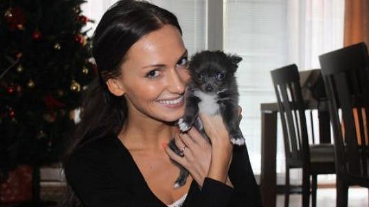 Eliška Bučková má radost z maličké čivavy.