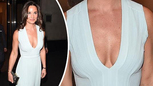 Pippa Middleton v luxusních šatech s odvážným dekoltem