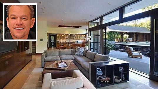 Tenhle obýváček Matta Damona bude nejspíš okupovat nový majitel...