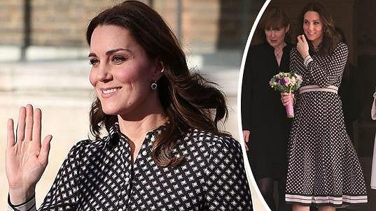 Vévodkyně Kate je v polovině třetího těhotenství.