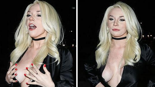 Courtney už zase neuhlídala prsa.