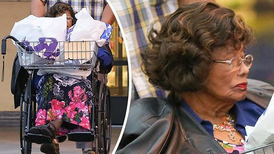Katherine Jackson nebyla na vozíku skoro vidět.