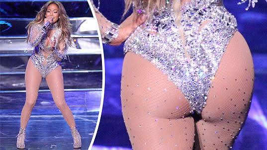 Jennifer Lopez vystavila v Las Vegas své tělesné přednosti.