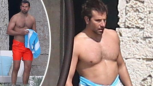 Bradley Cooper ukázal svou svalnatou postavu.