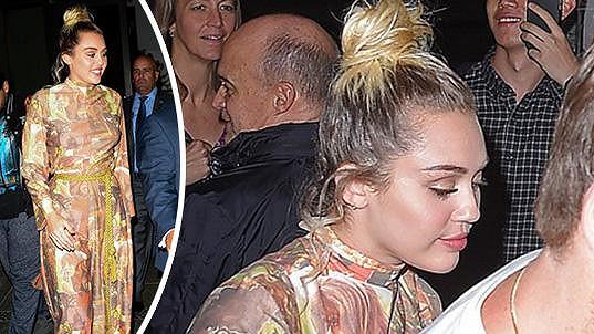 Miley Cyrus na premiéře seriálu Crisis in Six Scenes