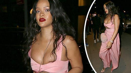 V modelech, které Rihanna nosí, jsou do hlavní úlohy obvykle obsazena její prsa.