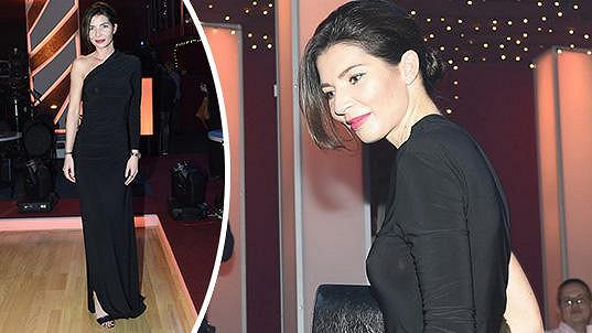 Monika Koblížková si pod šaty nevzala podprsenku.