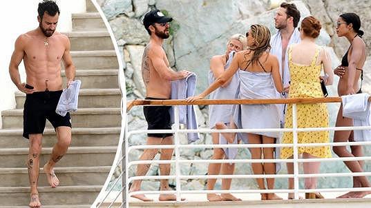 Justin Theroux vyrazil k moři se slavnými herečkami.