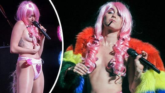 Miley Cyrus si koleduje o zákaz vystupování.