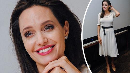 Angelina se konečně opět usmívá.
