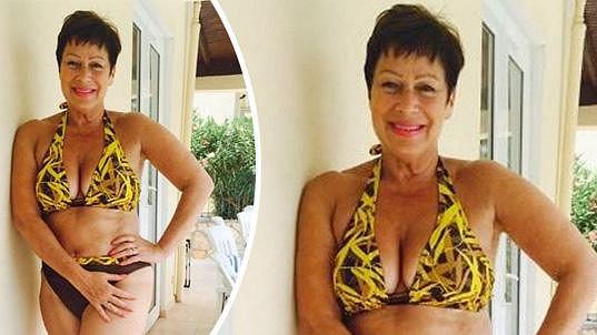 Denise se nebojí vystavovat v plavkách.