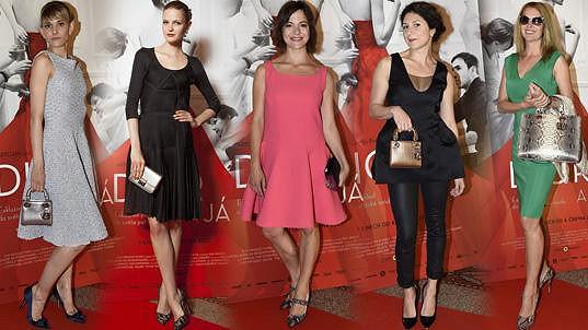 Herečky se vyparádily na premiéru snímku Dior a já.