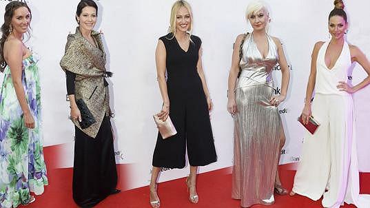 Tyto dámy se na dress code vykašlaly